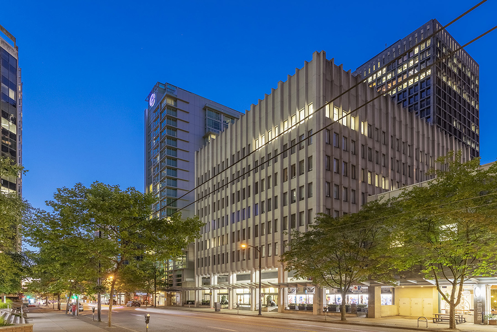 Downtown office space for sub-sublease: 3,434 sf demisable to 1,523 sf or 1,911 sf.